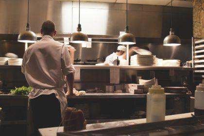 Boutiques et restaurants : utilisez WooCommerce et le référencement local